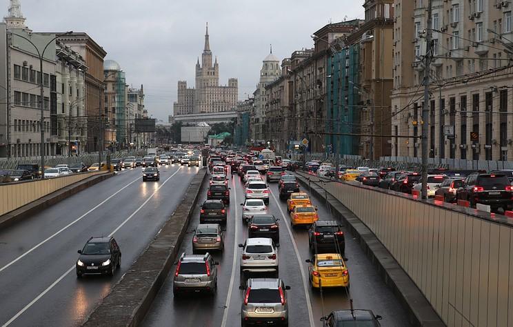 Пробки ожидаются на дорогах Москвы вечером 20 июля из-за дождя и дачных поездок