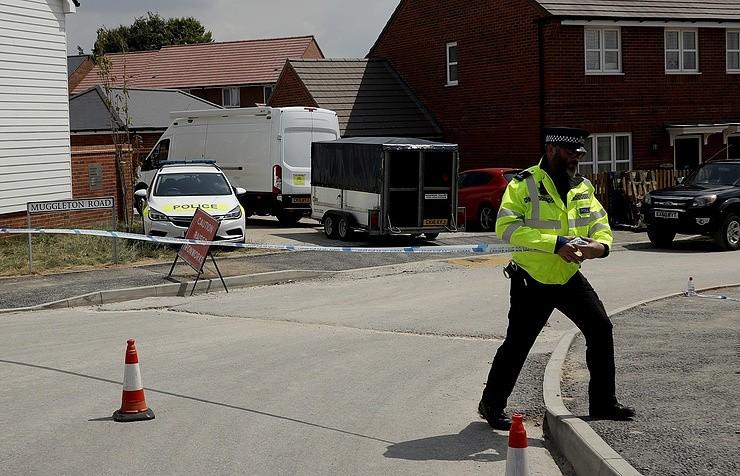 Скотленд-Ярд собрал более 400 вещественных доказательств по инциденту в Эймсбери