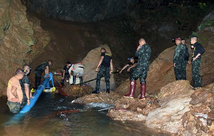 Пропавшие в пещере в Таиланде школьники обнаружены живыми