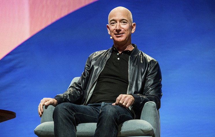 Bloomberg: Джефф Безос стал самым богатым человеком в современной истории