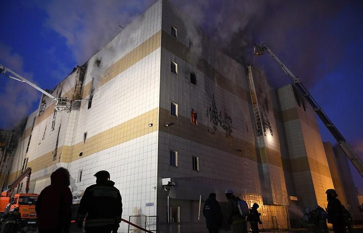 Суд продлил срок задержания руководителя первой пожарной группы, прибывшей к ТЦ в Кемерове