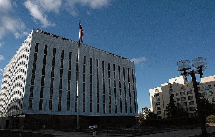 Посольство РФ в США отвергло утверждения о российском влиянии на протесты в Шарлотсвилле