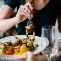Поздний завтрак и ранний ужин помогут похудеть в два раза быстрее