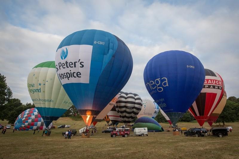 Полеты над английским поместьем. В Бристоле готовятся к фестивалю воздушных шаров
