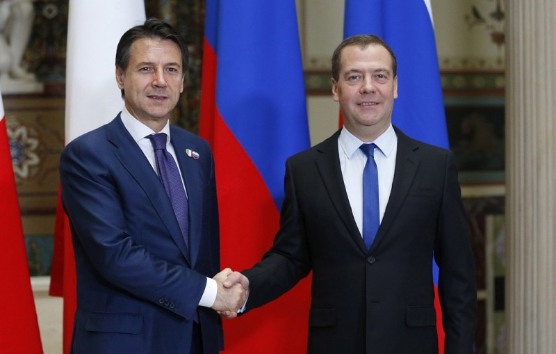 Медведев обсудил с Конте развитие российско-итальянских отношений