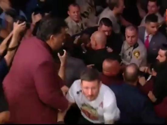 Хабибу Нурмагомедову не вручили пояс из-за драки со зрителями