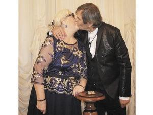 Соцсети высмеяли Тимати и его невесту за лезгинку в Грозном
