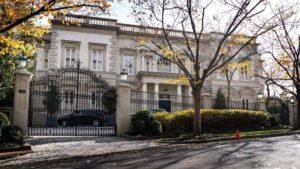 В Петербурге загорелся дом, где жил Маяковский