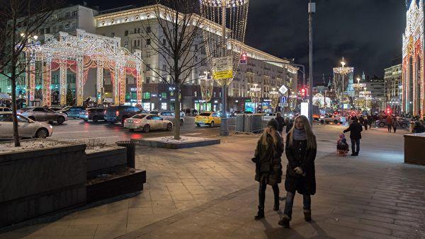 На Тверской к Новому году появятся елка-кристалл и пятиметровый диско-шар