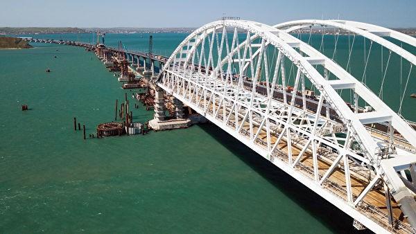 Проложен первый километр железной дороги на подходе к Крымскому мосту