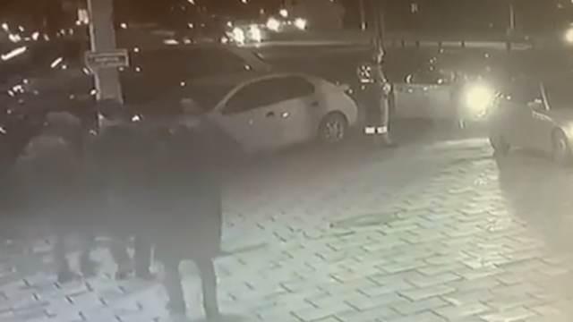 Камеры сняли вооруженное нападение на полицейских в Нальчике