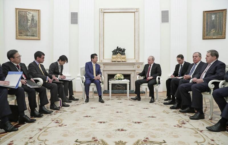 Путин: приоритетное внимание на переговорах с Абэ уделено развитию экономических связей