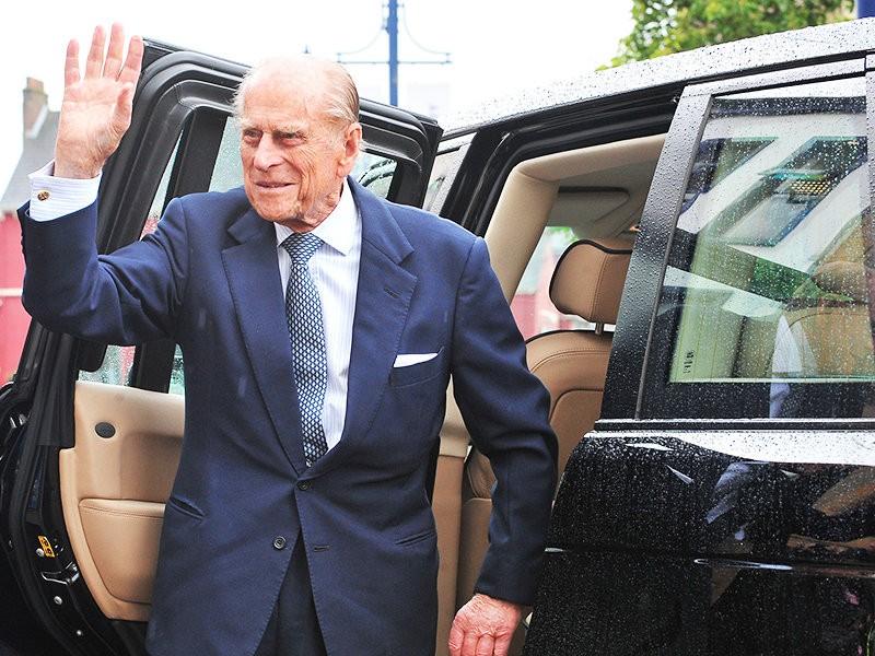 97-летний супруг Елизаветы II отказался от водительских прав