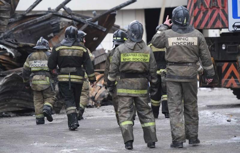 Жильцов дома в Магнитогорске, где обрушился подъезд, эвакуировали из-за пожара