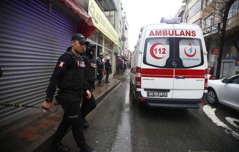 СМИ: в Стамбуле обрушилось шестиэтажное здание