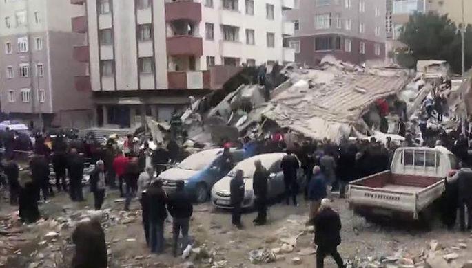 Названо число жителей рухнувшего дома в Турции