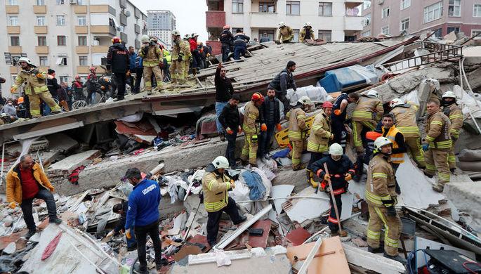 В Стамбуле возросло число погибших при обрушении дома