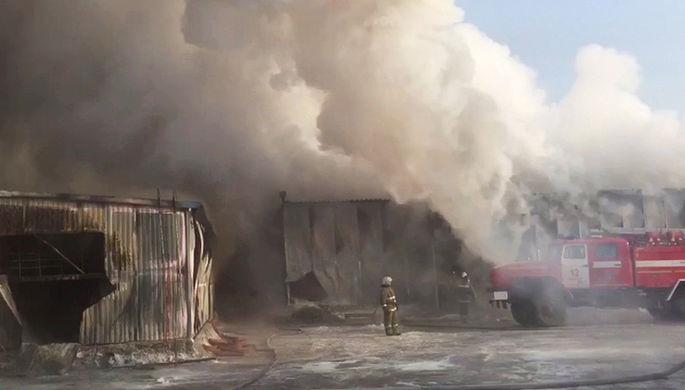 Пожар в омском ангаре ликвидировали