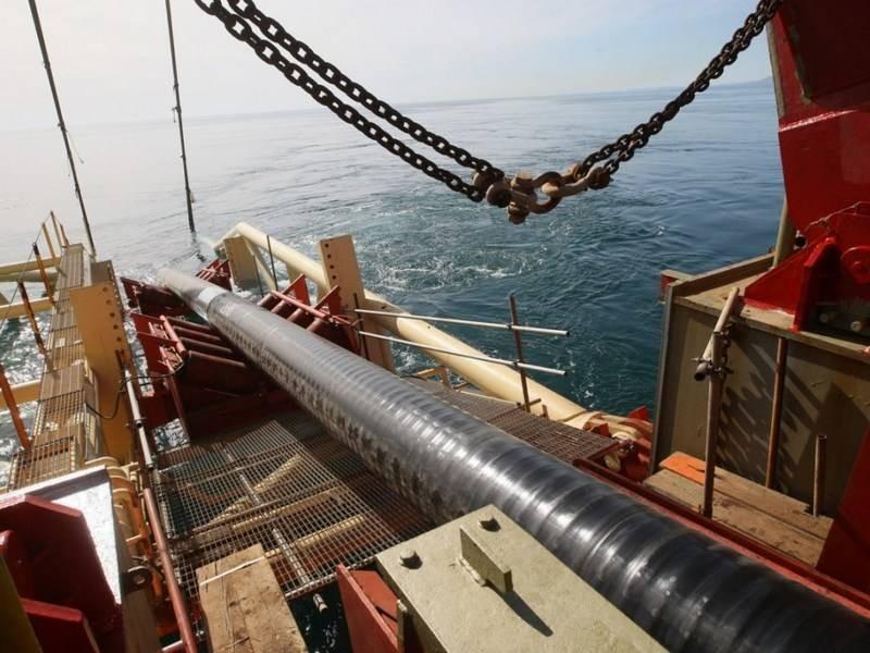 """Газпром сообщил о постройке трети газопровода """"Северный поток-2"""""""