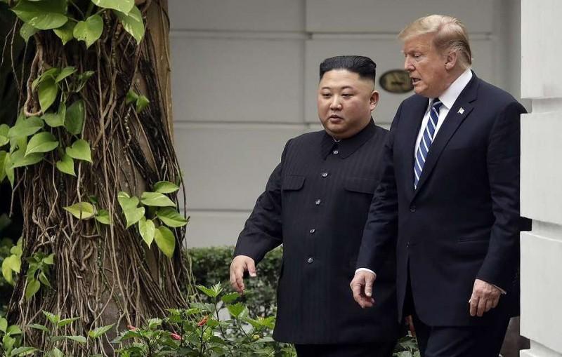 Reuters: Трамп на переговорах в Ханое просил Ким Чен Ына перевезти ядерное оружие в США