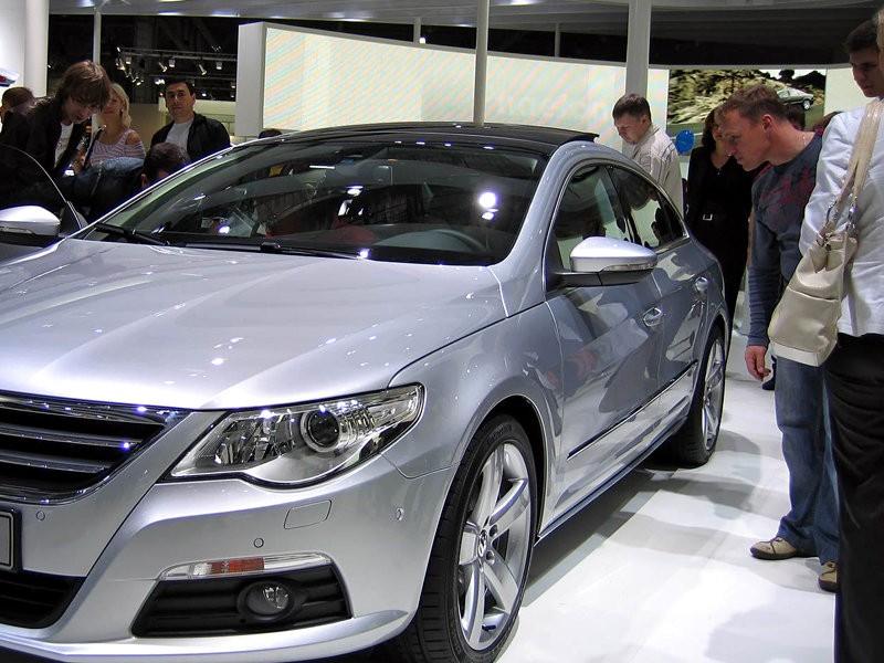 Продажи автомобилей в России упали впервые за 22 месяца