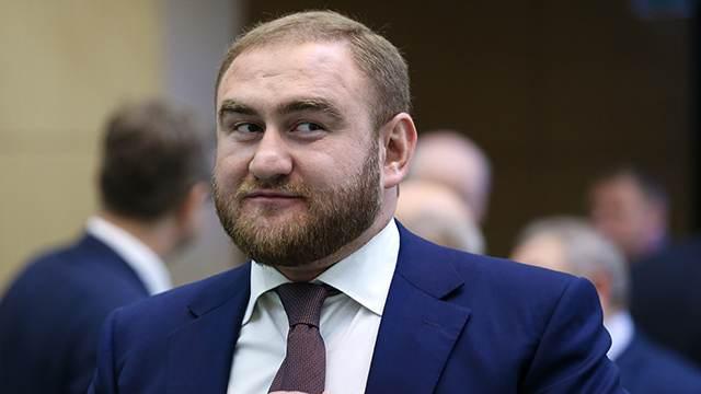 Защита Арашукова попросила суд восстановить его в должности сенатора