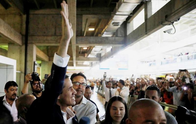 Гуайдо вернулся в Венесуэлу