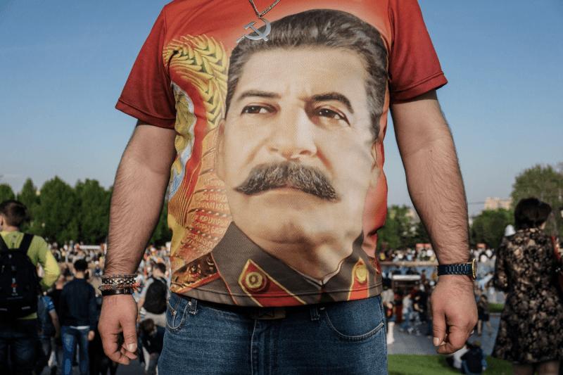 Почему 70% россиян любят Сталина? Рассуждают социолог, историк, культуролог ижурналист