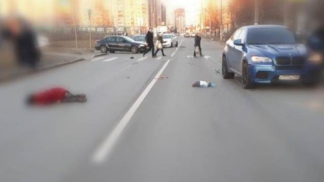 Водитель BMW насмерть задавил пенсионерку в Петербурге