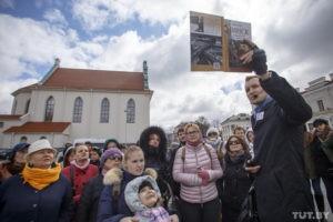 СМИ: автомобиль сбил Ренату Литвинову в центре Москвы