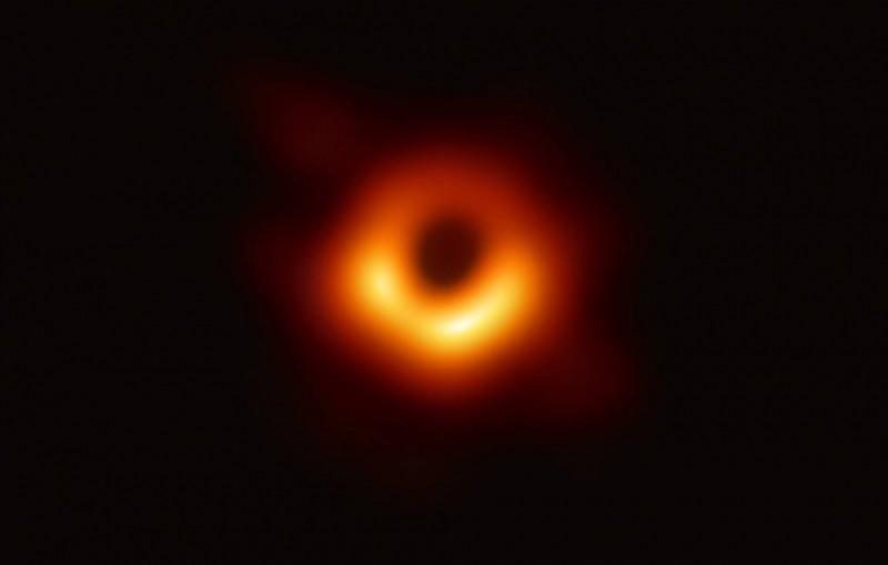 CNN: первую запечатленную на фото черную дыру назвали Powehi