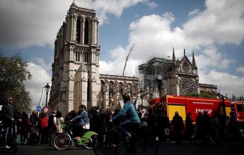 Настоятель Нотр-Дама заявил, что собор будет закрыт в течение пяти-шести лет