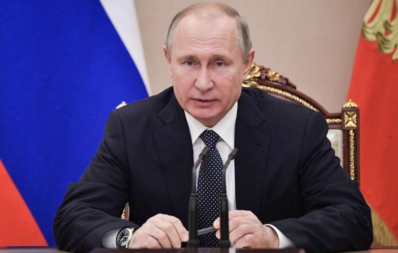 Путин подписал закон о доплатах для пенсионеров сверх прожиточного минимума