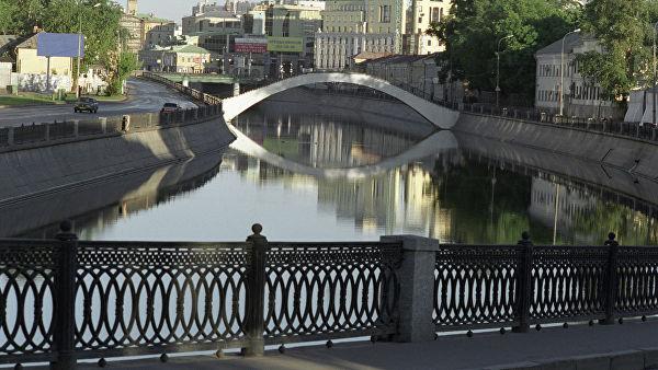 Ограждения набережных Водоотводного канала в Москве очистят до конца апреля
