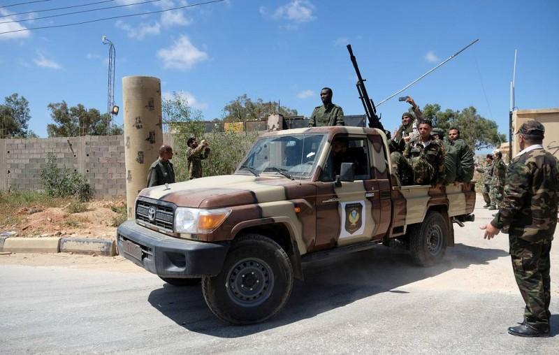В результате боевых действий в пригороде Триполи погибли более 20 человек