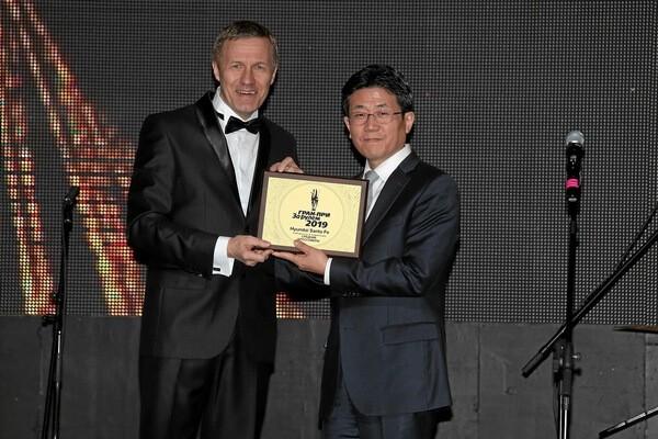 Hyundai Santa Fe нового поколения стал победителем конкурса Гран-при «За рулем» в номинации «Средние кроссоверы»