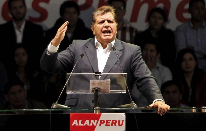 СМИ: экс-президент Перу умер в результате попытки суицида