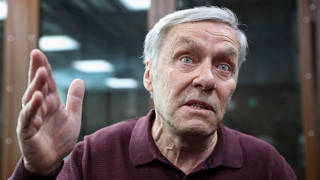 Отца полковника Захарченко признали виновным в растрате