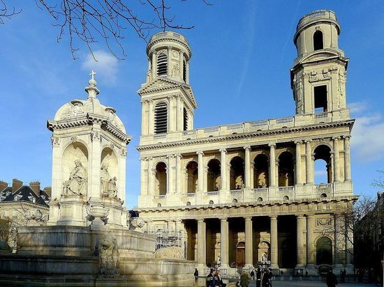 Перед пожаром в Нотр-Даме подожгли крупнейший парижский храм