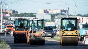 В новой Москве перевернувшийся грузовик перекрыл две полосы Киевского шоссе