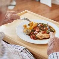 Ученые изобрели особую еду для пожилых людей