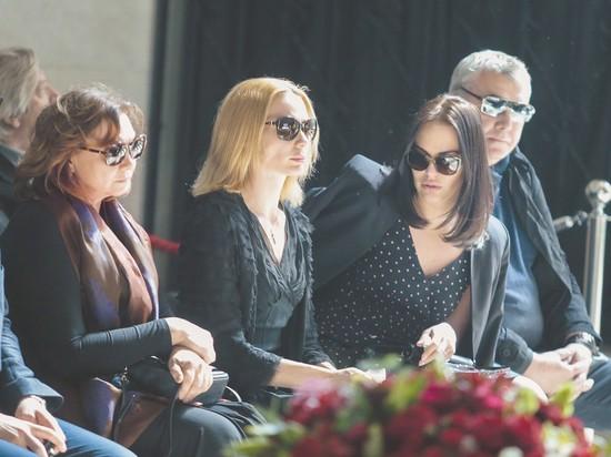 На похороны Доренко принесли два венка от Путина
