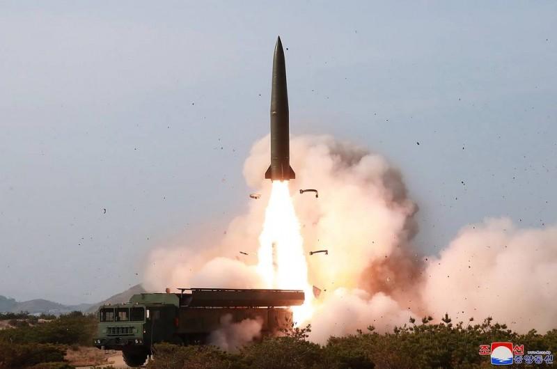 СМИ КНДР опубликовали фотографии учений с запуском новых тактических управляемых ракет