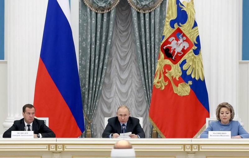 Путин поручил жестко упорядочить практику переноса сроков по нацпроектам