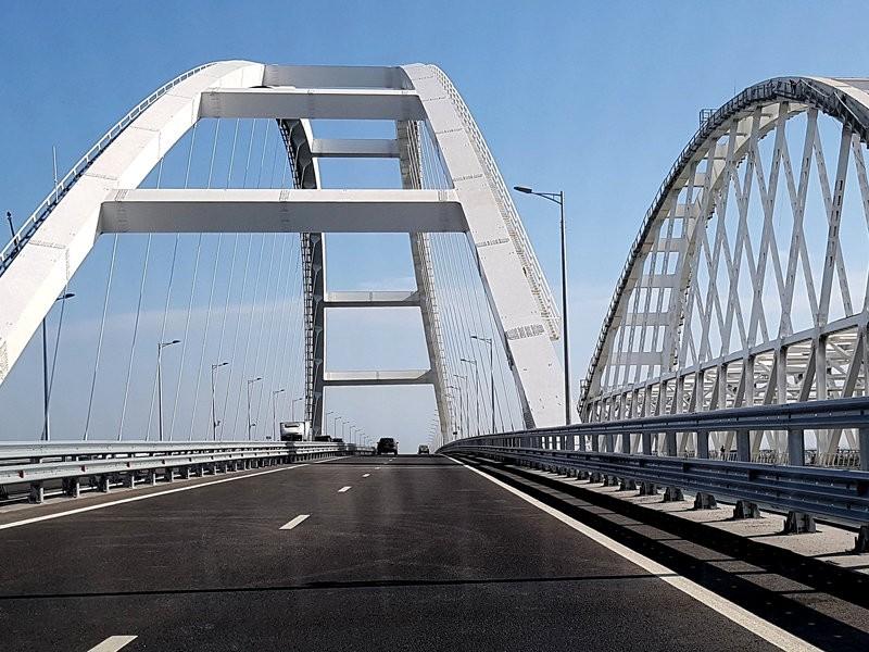 За год работы по Крымскому мосту проехали пять миллионов автомобилей