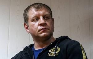 Видео: водитель с лопатой спас девушку от насильника на АЗС под Омском