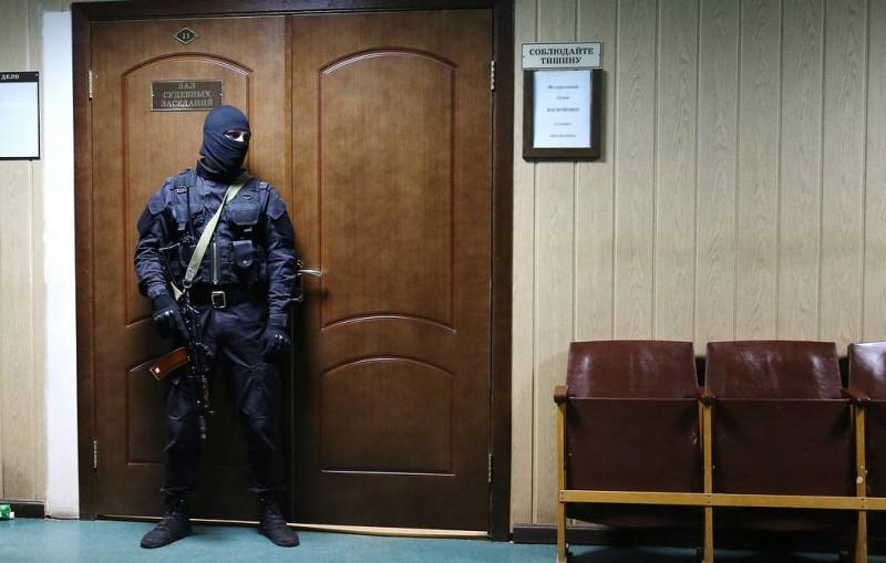 Военный суд оставил под арестом главу отдела ФСБ полковника Черкалина