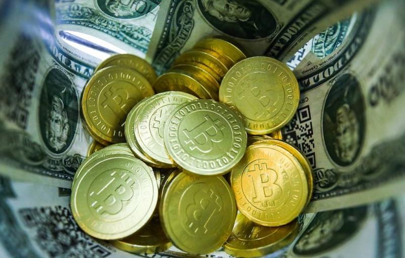 Курс биткойна преодолел отметку в $7 тыс.