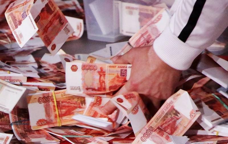 Неизвестный зачислил через банкомат в Москве сувенирные купюры на сумму 565 тыс. рублей
