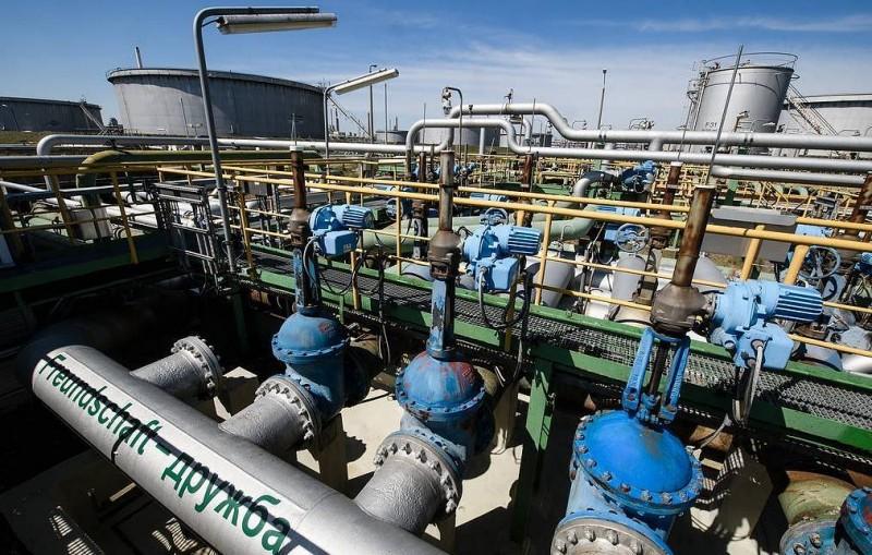 """В """"Транснефти"""" сообщили о поступлении чистой нефти из России в Польшу по """"Дружбе"""""""